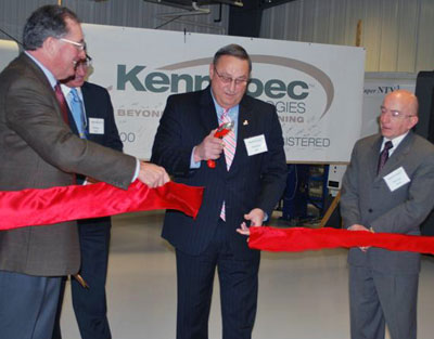 Governor Lepage and Mayor Stokes officiate at the ribbon cutting